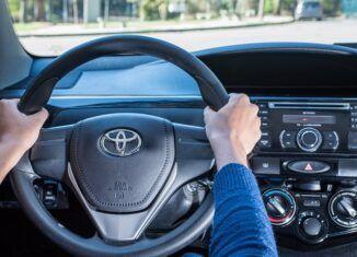 Posição das mãos no volante