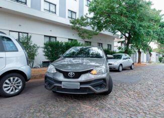 Baliza entre dois carros